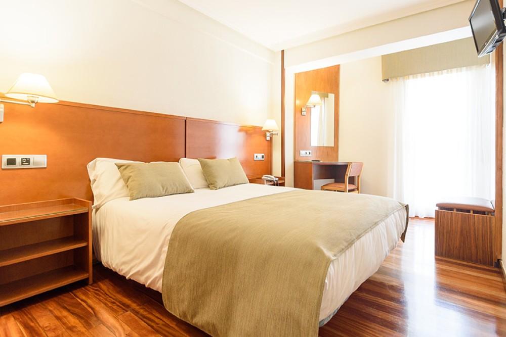 Habitaci n de matrimonio hostal mexico b b en santiago for Amueblar habitacion matrimonio